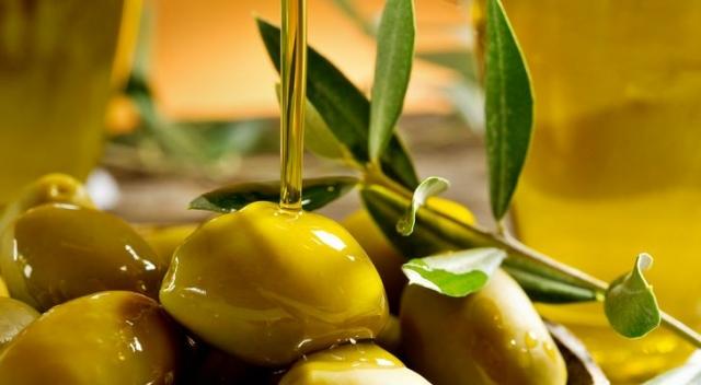Оливковое масло для волос на ночь: делаем маски для волос с оливковым маслом (+ВИДЕО) - фото №1