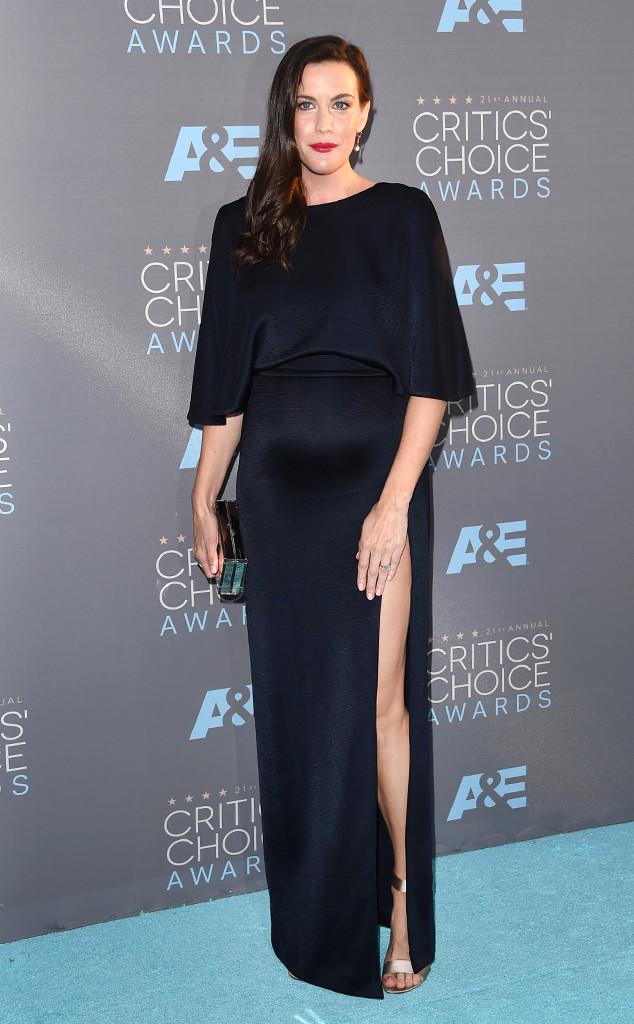 Голосуем! Лучшие наряды на красной дорожке Critics Choice Awards 2016