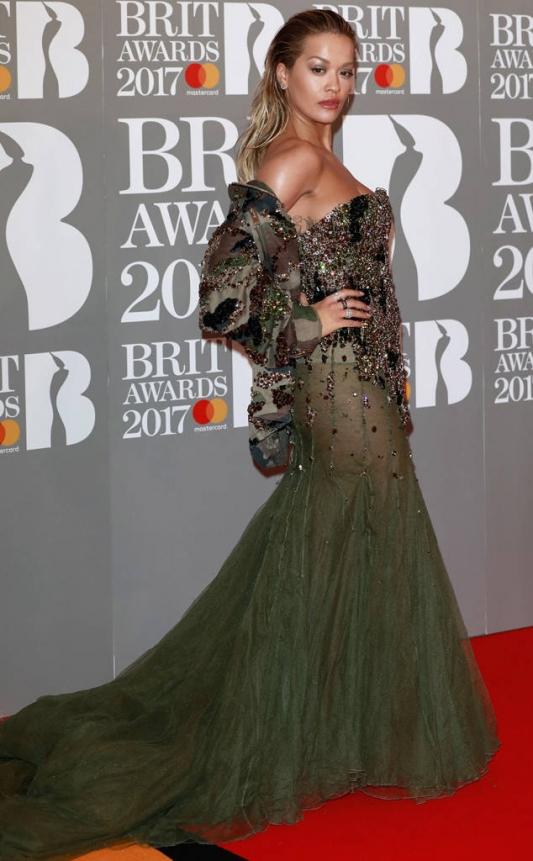 Brit Awards 2017 худшие образы звезд Рита ора