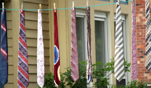 О чем может свидетельствовать расцветка мужского галстука? - фото №1