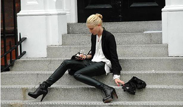 Как носить кожаные брюки и не выглядеть брутально - фото №1
