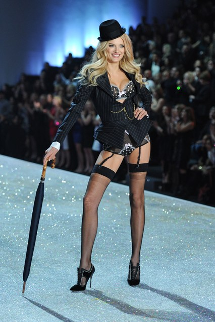 Ангелы Victoria`s Secret рассказали, как поддерживают себя в форме - фото №2