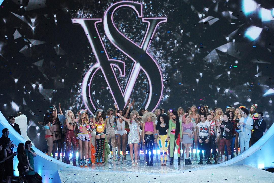Шоу Victoria`s Secret 2013: подиум, бэкстейдж и красная дорожка - фото №4