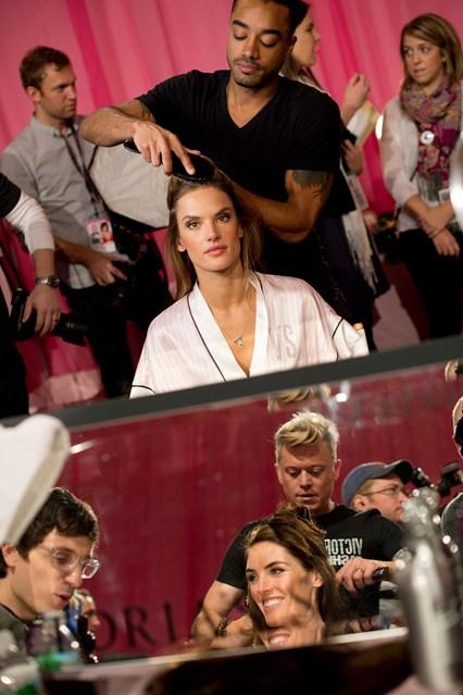 Шоу Victoria`s Secret 2013: подиум, бэкстейдж и красная дорожка - фото №11