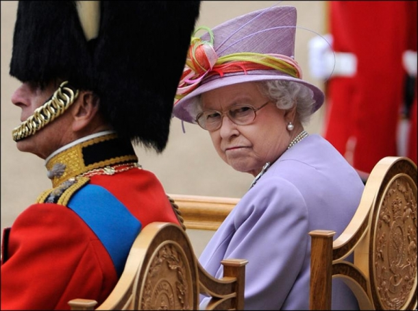 Обнародован новый портрет королевы Елизаветы II в честь 65-летия ее правления (ФОТО) - фото №2