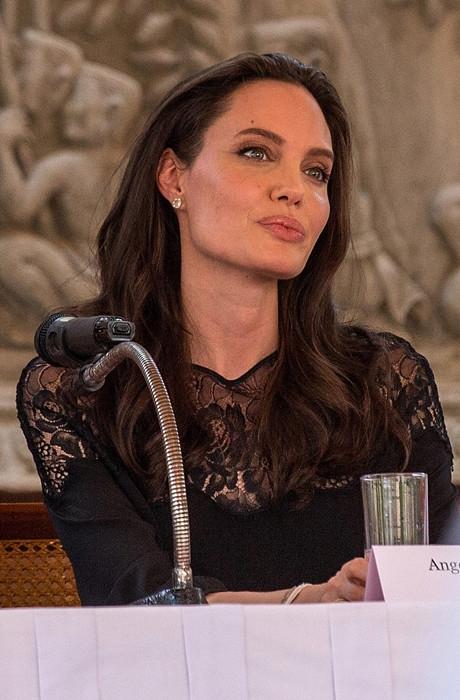 Похорошевшая Анджелина Джоли заметно прибавила в весе ради нового мужчины (ФОТО) - фото №2