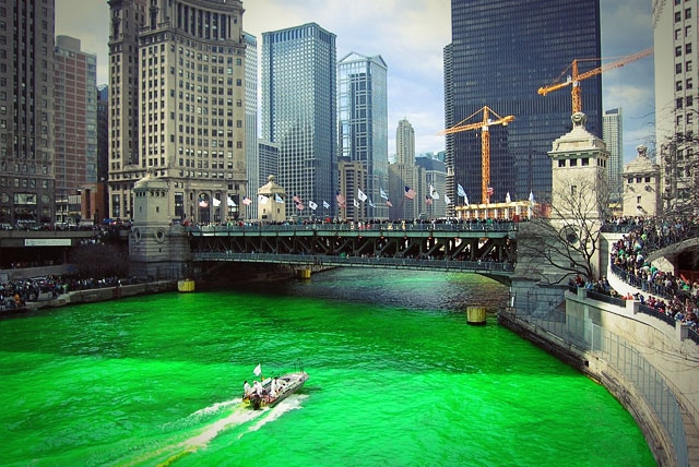 Река в Чикаго в честь Дня святого Патрика
