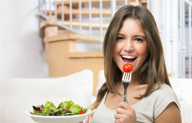 Как приготовить полезный салат из того, что есть в вашем холодильнике - фото №2