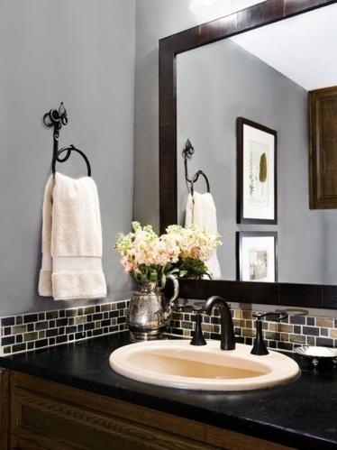 красивый умывальник в ванной комнате
