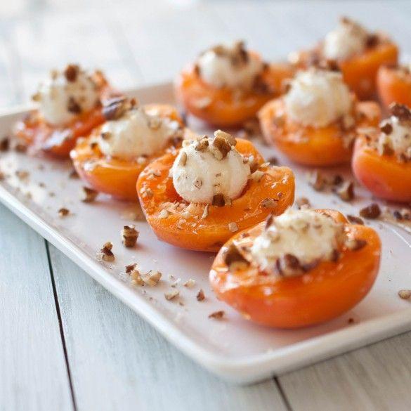 Блюда с абрикосами. Гриль с козьим сыром