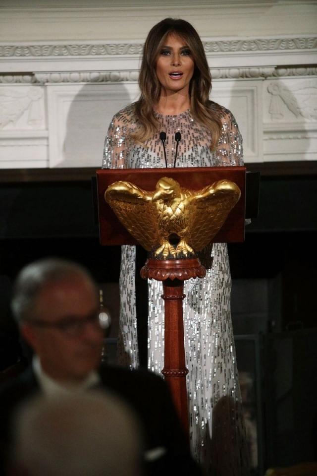 Каково одевать первую леди: стилист Мелании Трамп рассказал про особенности работы с экс-моделью - фото №2
