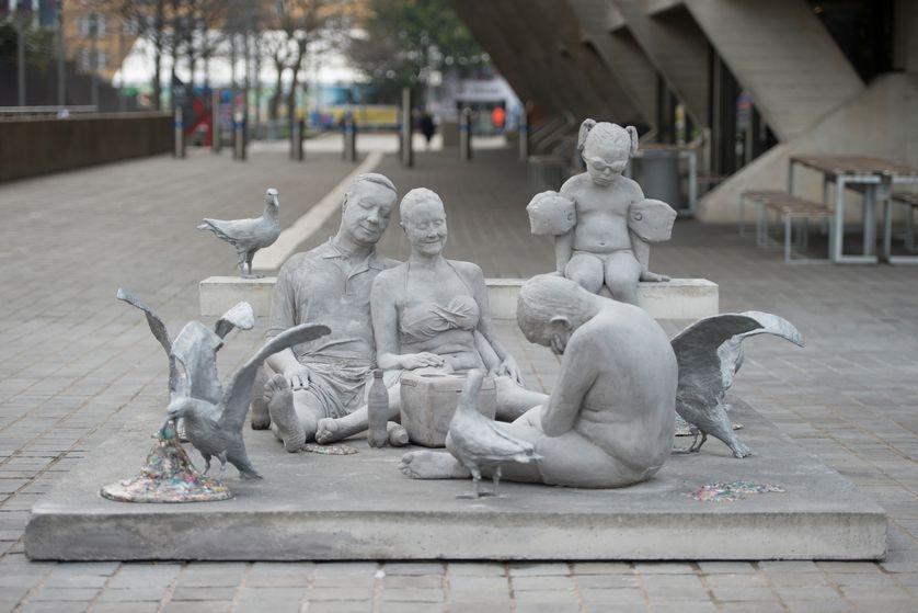 Лондон скульптура пластик мусор птицы