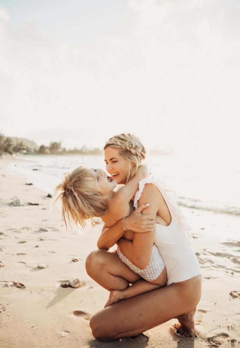 мама с ребенком день матери