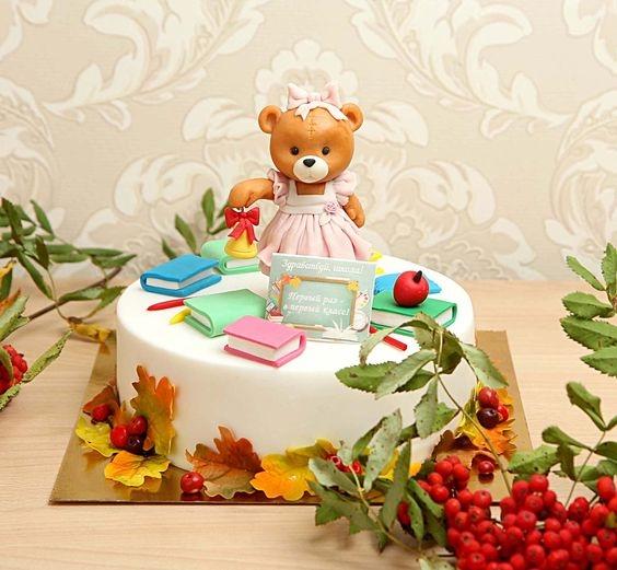 Торт можно украсить настоящими ягодами