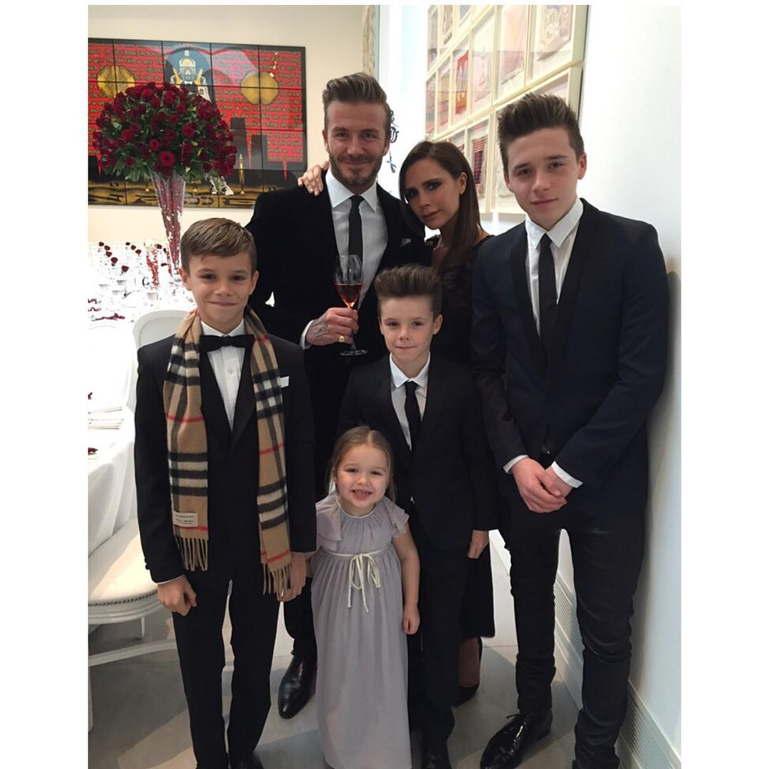 Семейство Бекхэмов на празднике
