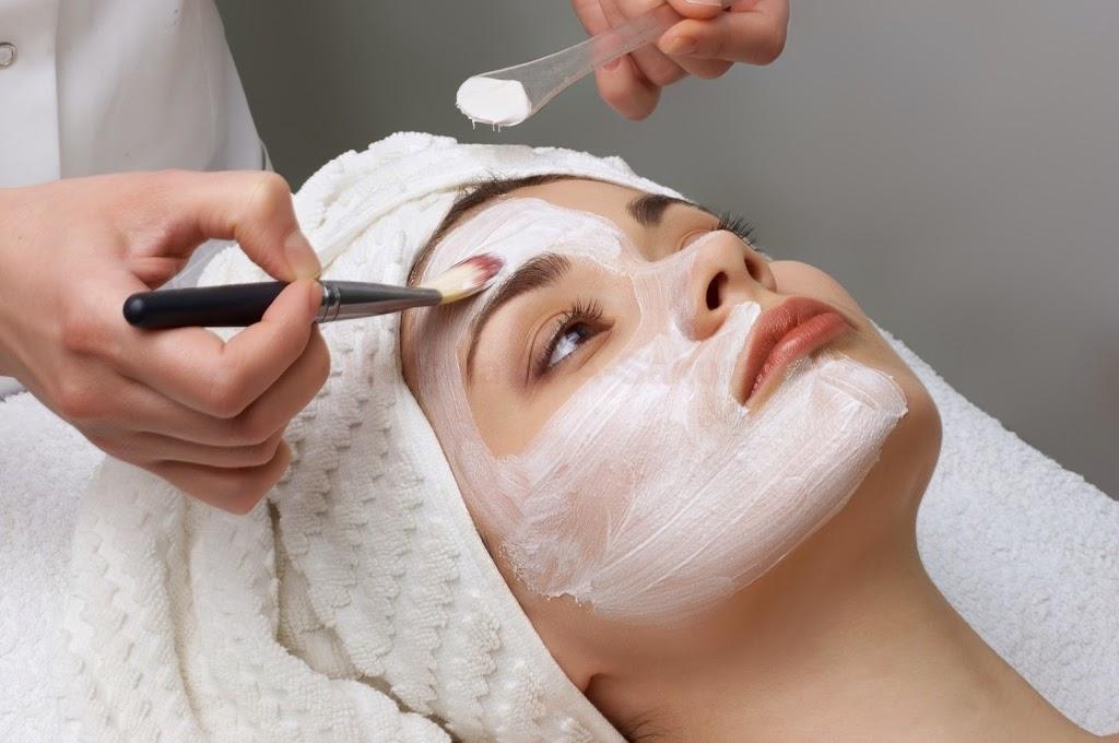Какие салонные процедуры для лица сделать перед Новым годом - фото №2