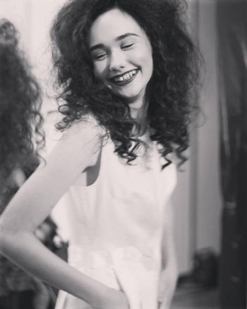 алина панюта улыбка