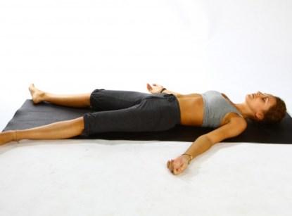 Как йога спасает от стресса: 4 практики для полного релакса - фото №4
