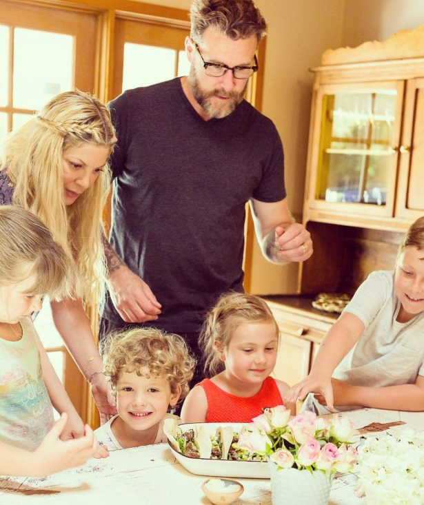 семья тори спеллинг