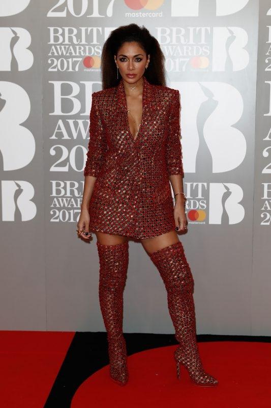 Brit Awards 2017 худшие образы звезд Николь Шерзингер