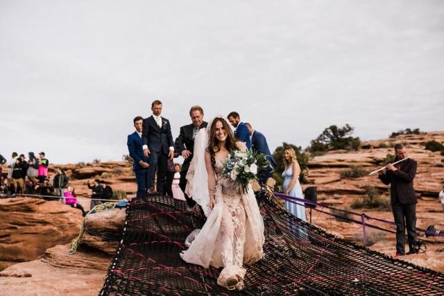 """Свадьба над каньоном: она сказала """"да"""" на высоте 122 метра - фото №2"""