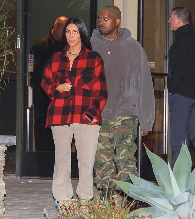 С его плеча: Ким Кардашьян показывает, как носить одежду бойфренда