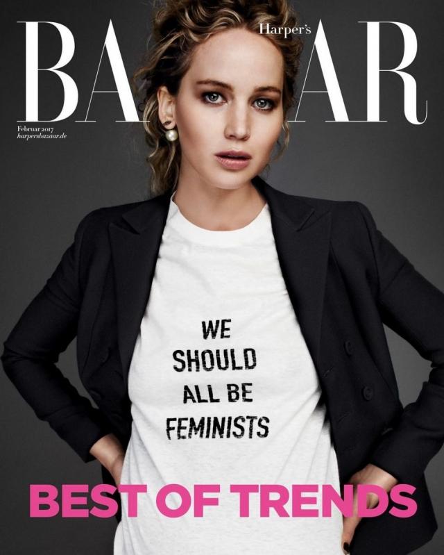 Дженнифер Лоуренс в футболке Dior We All Should Be Feminists
