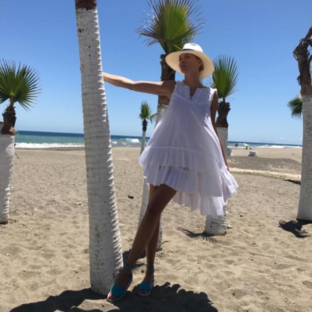 Как отдыхают звезды: Оля Полякова соблазняет поклонников ФОТО в купальнике на пляжах Испании - фото №2