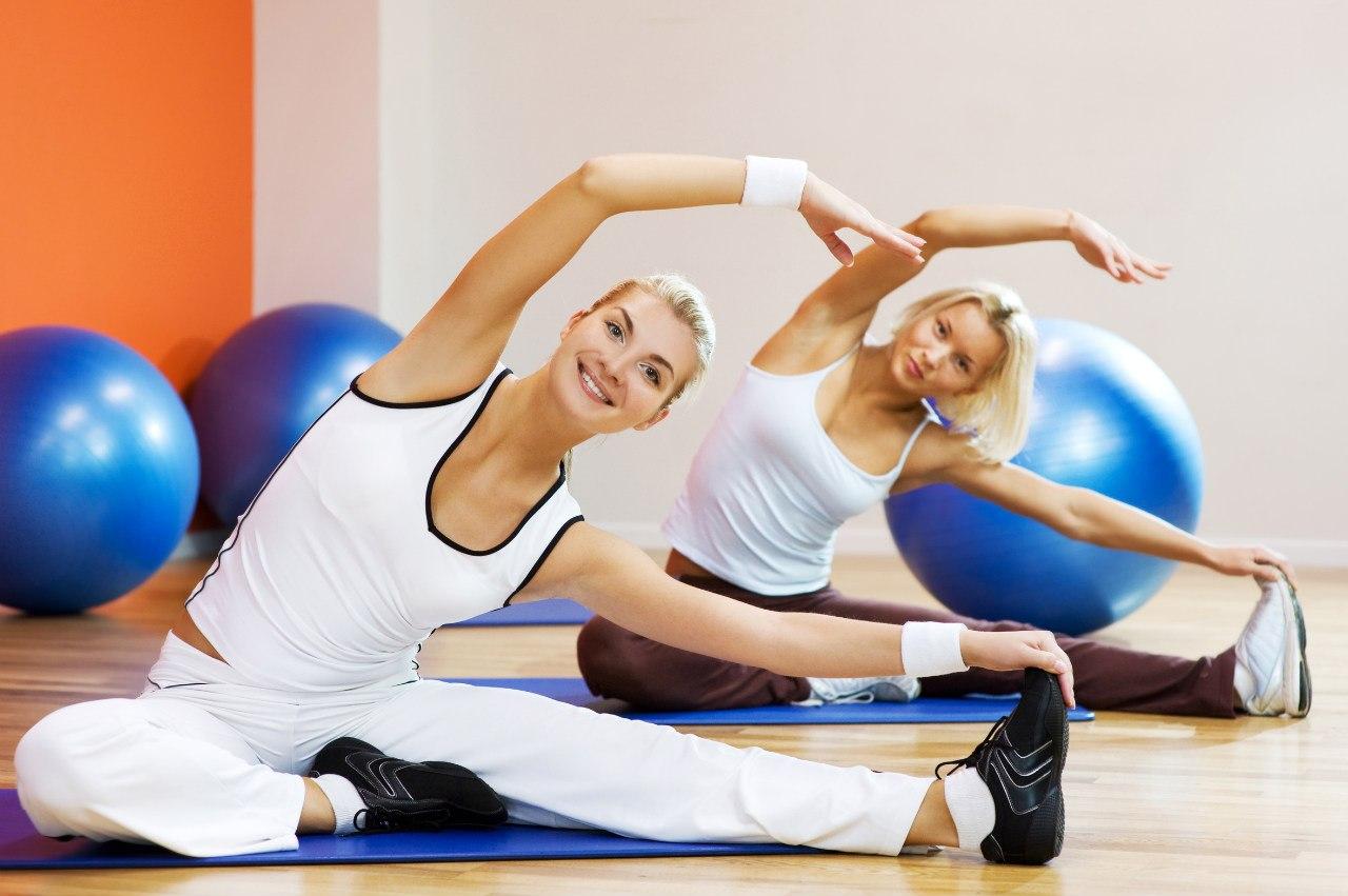 Упражнения для растяжки в домашних условиях - фото №1