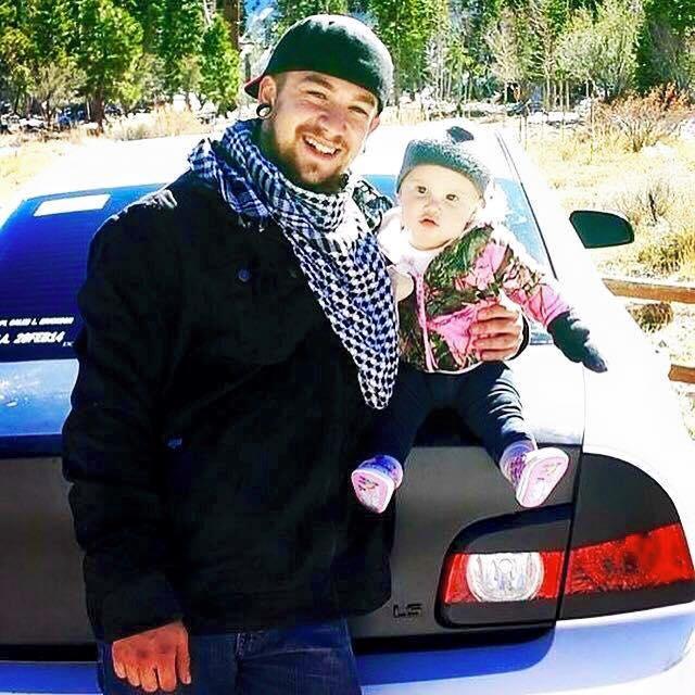 Быть одиноким отцом в 21 год: трогательная история о любви к своей дочери - фото №2
