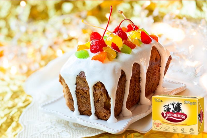 Кекс со свежими ягодами, цукатами и глазурью