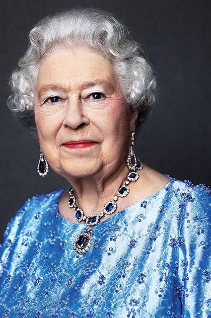 Обнародован новый портрет королевы Елизаветы II в честь 65-летия ее правления (ФОТО) - фото №1