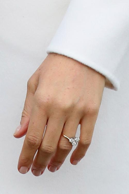 кольцо меган маркл фото