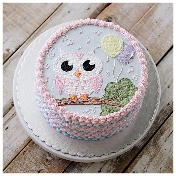 Торт можно украсить кремом