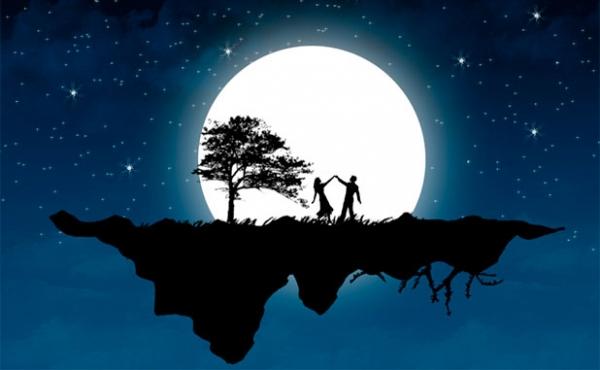 пара танцует под луной