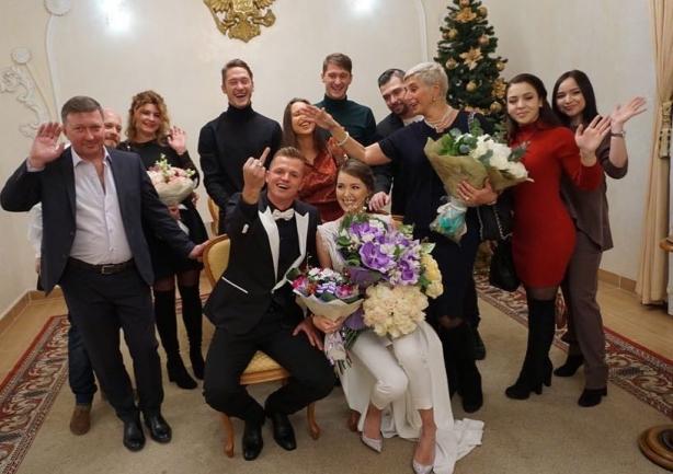 реакция бузовой на свадьбу тарасова
