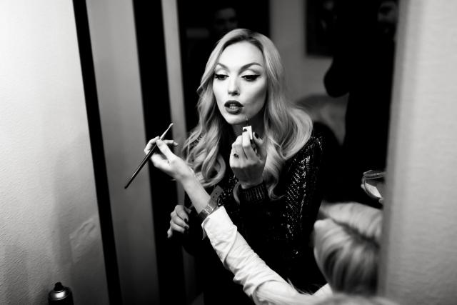 Оля Полякова раскрыла секрет идеальных стрелок: мастер-класс от Суперблондинки по макияжу (ВИДЕО) - фото №1