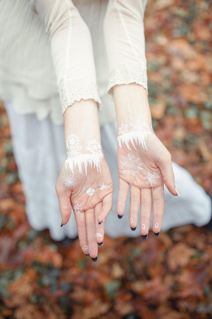 Морозные узоры: белые флэш-тату