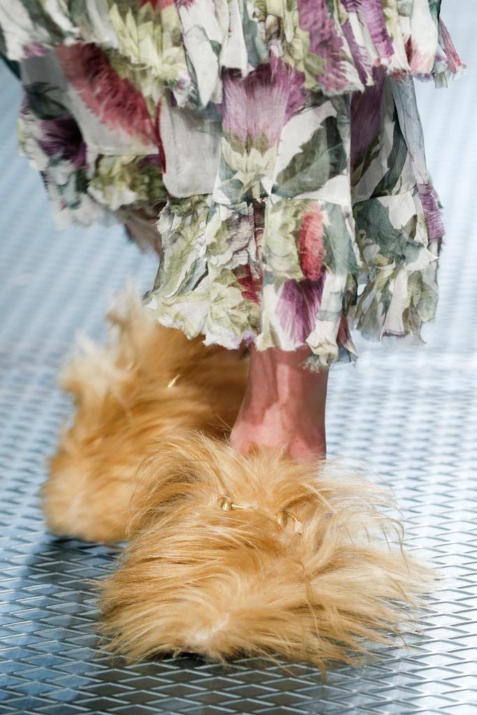 Кроссовки с мехом Fendi
