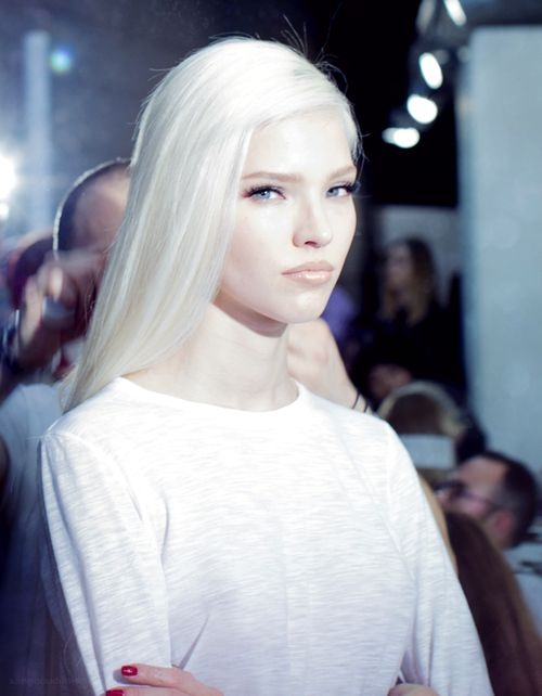 Platinum Blond Hair Inspiration: самые красивые варианты трендового платинового блонда (ФОТО 30+) - фото №2