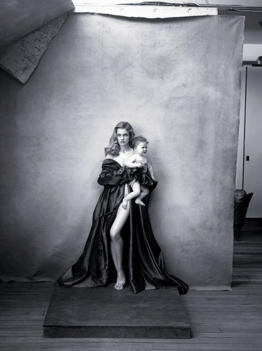 И Бог создал женщину: блестки в подмышках и календарь  Pirelli