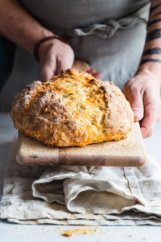 Зачерствевший хлеб не надо выбрасывать, из него еще можно кое-что приготовить