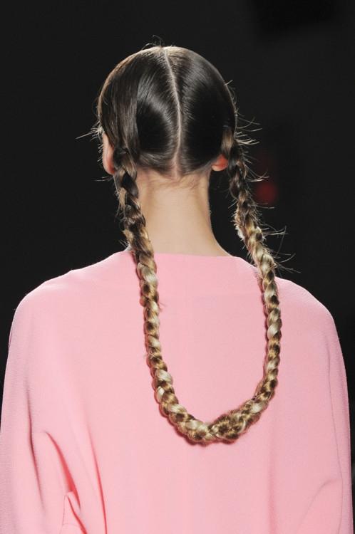 Заплети: как выглядят модные косы сезона весна-лето (+ВИДЕО) - фото №4