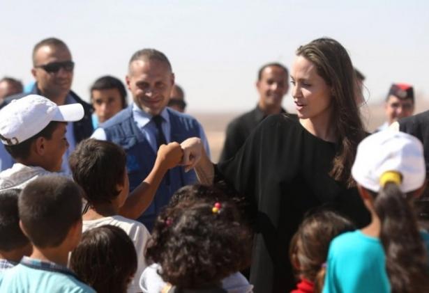 джоли и сирийские беженцы