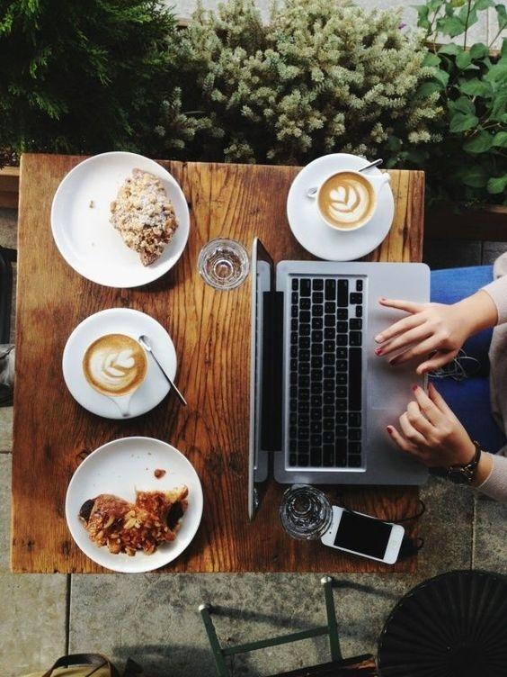 Цифровые технологии везде – телефон рядом, даже если вы просто пьете кофе