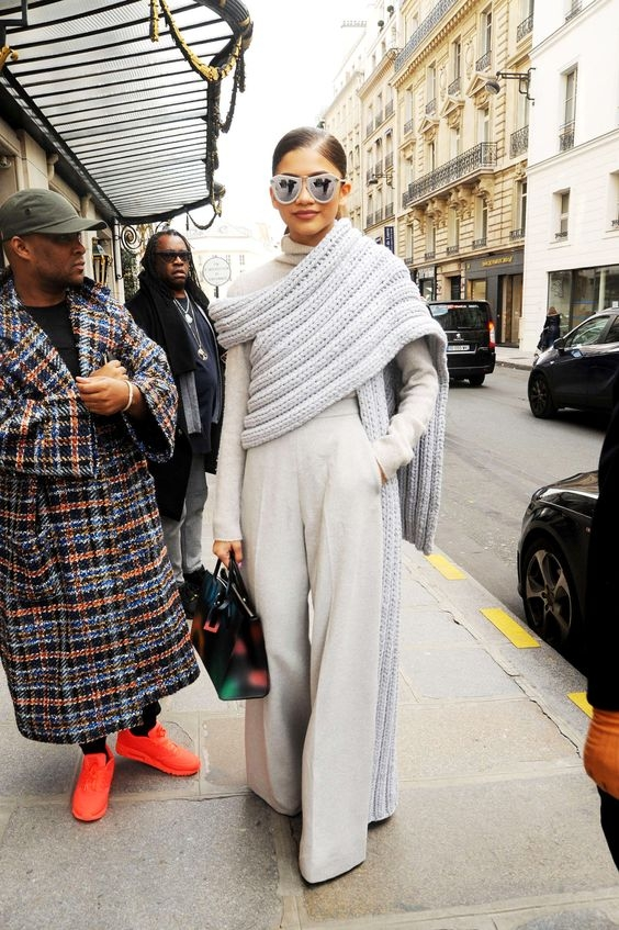 Как носить широкие брюки зимой: 30 street style образов
