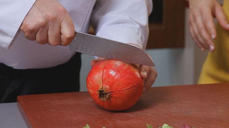 Золотые рецепты звезд: теплый гранатовый салат от Даши Малаховой - фото №1