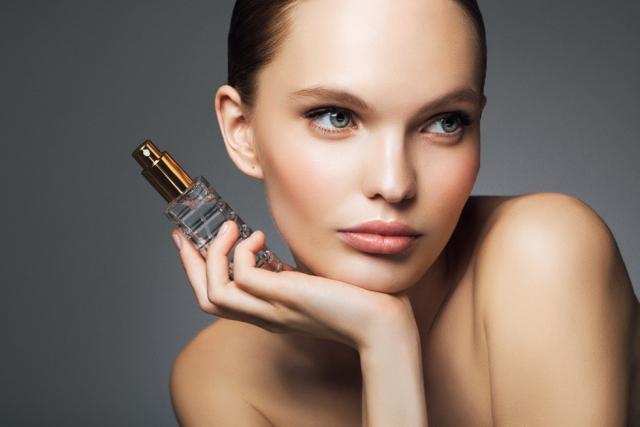 """Бьюти-тренд: мультимистинг как увлажняющие и питательные """"духи"""" для кожи (+МНЕНИЕ ЭКСПЕРТА) - фото №2"""