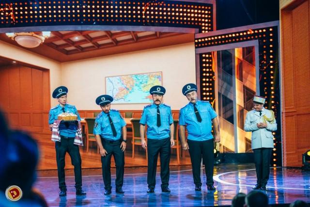 дизнель шоу номер полиция