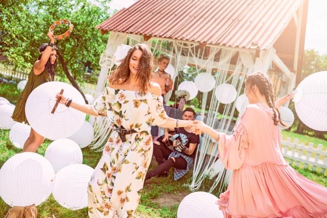 белое платье в цветы Galore, розовое платье WeAnnaBe, зеленое платье W8Less